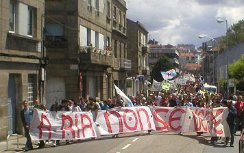 Miles de persoas maniféstanse en Vigo para alertar da 'destrución' que sofre a ría