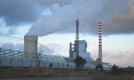 Marcha entre a central de Meirama e a incineradora de SOGAMA para celebrar o Día da Terra