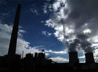 A crise continúa a reducir as emisións industriais causantes da mudanza  climática