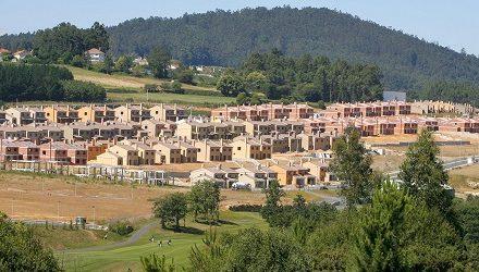 Verdegaia rexeita a construción dunha macrourbanización de luxo con campos de golf en Ribeira